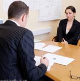 kantoor man en vrouw aan tafel